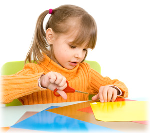 pourquoi et comment aider un enfant qui a de la difficult d couper avec des ciseaux avant son. Black Bedroom Furniture Sets. Home Design Ideas